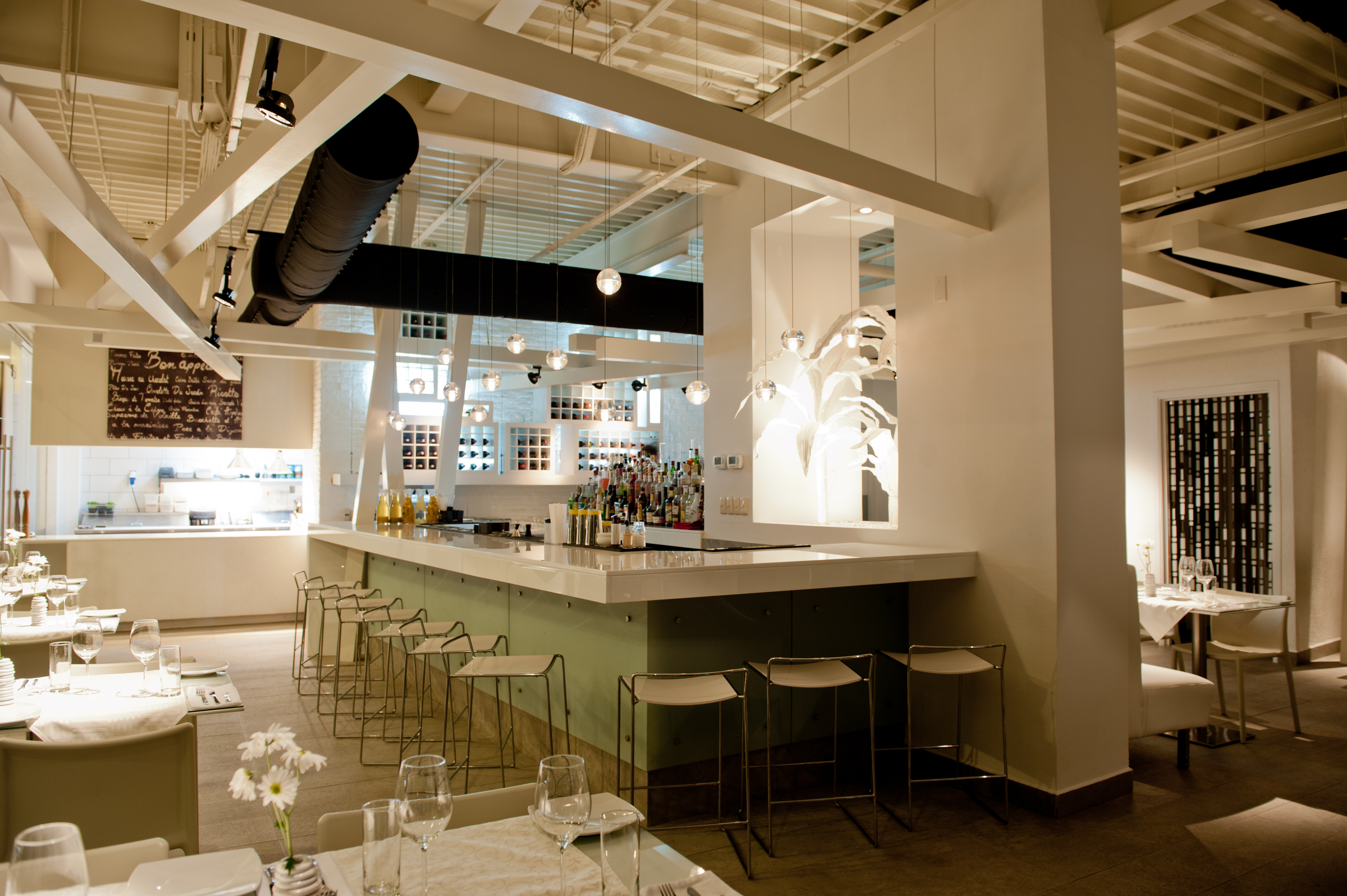 Aruba fine dining in aruba with a local twist at white for Interieur restaurant