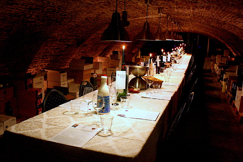 Amsterdam: Wine and food pairing in 18th century wine cellar